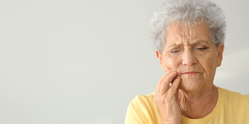 loose dentures patient